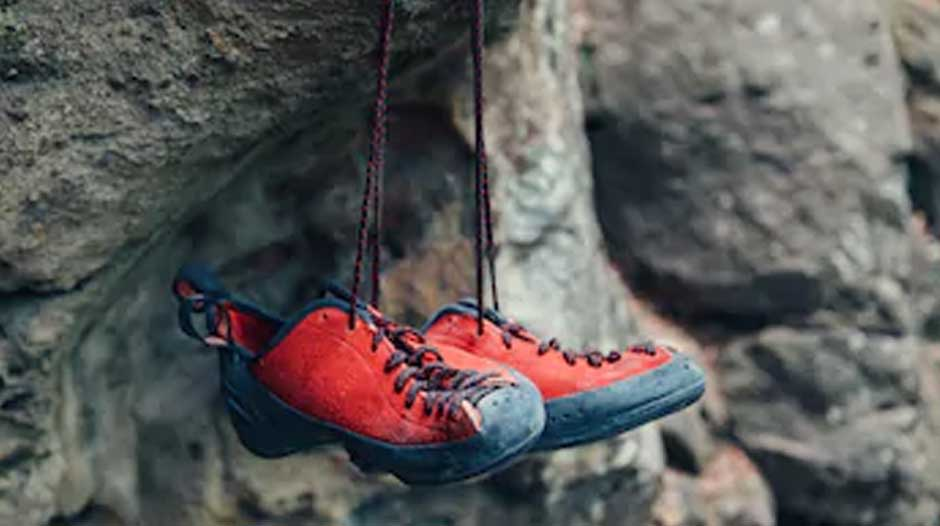 How tight should rock climbing shoes be