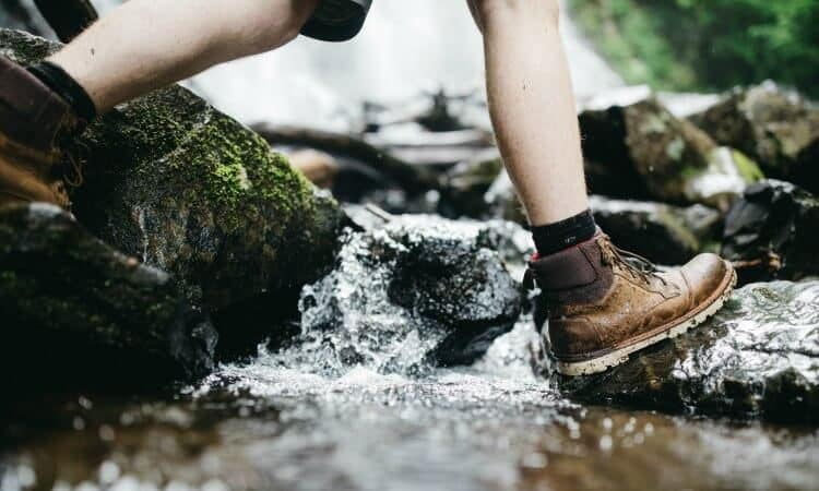 how to dry hiking boots fast