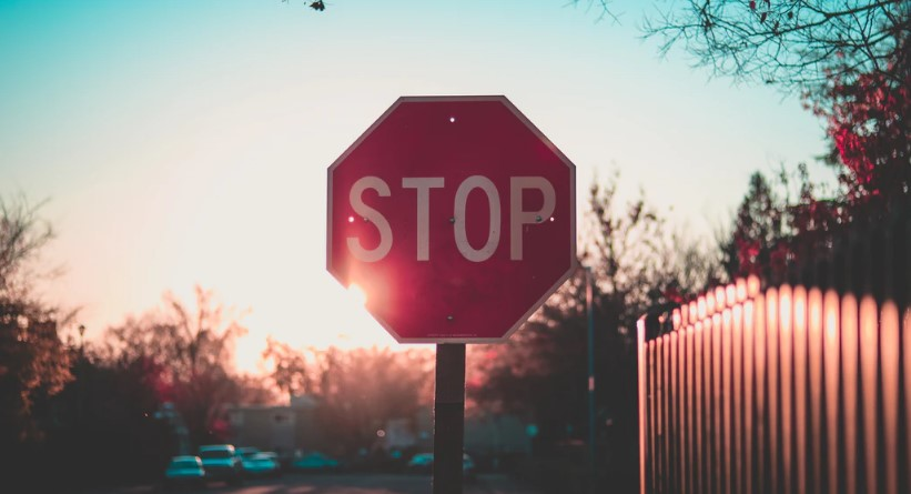 Do Skaters Have to Stop at Stop signs